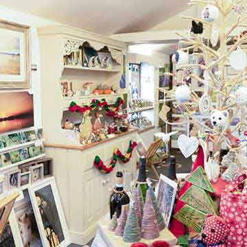 boat house tree decorations and gifts