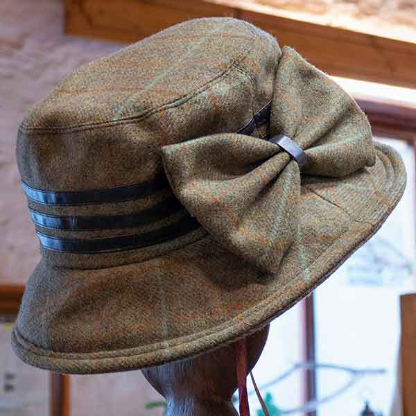 tweed hat with fabric bow and triple band and triple leather band