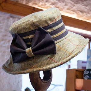 tweed hat with brown bow and triple band