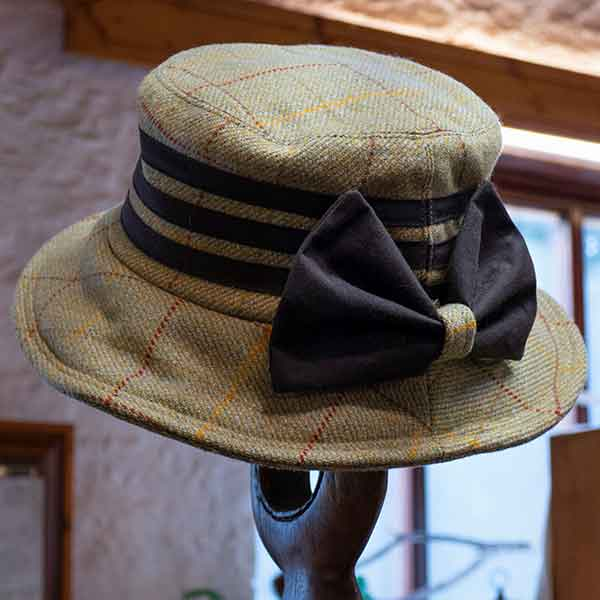 tweed hat with brown bow and triple band view