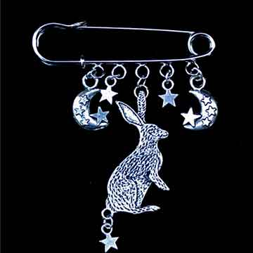 Hare-and-Moon-pin-brooch_LO